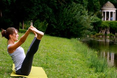 Upavista konasana de profil avec Elodie Yoga à Paris et Boulogne Billancourt